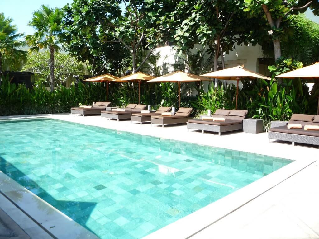 Privater Swimming Pool im Garten - Poolbau Coburg